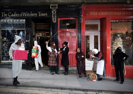 Cadies & Witchery Tours Christmas card 2008 (photo: Neil Hodgins)